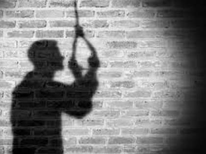 Breaking; Fed up with the disease, the woman was strangled at Karmala Sub-District Hospital   Breaking; आजाराला कंटाळून महिलेने घेतला करमाळा उपजिल्हा रुग्णालयात गळफास