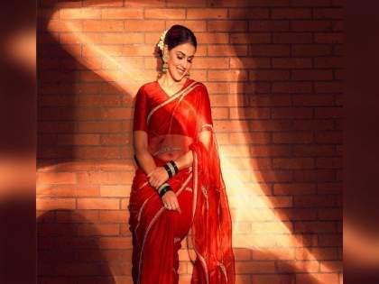 genelia d'souza looks beautiful in traditional attire   महाराष्ट्राच्या सुनबाईंनी जपली संस्कृती; मराठमोळ्या रुपात जिंकली नेटकऱ्यांची मनं
