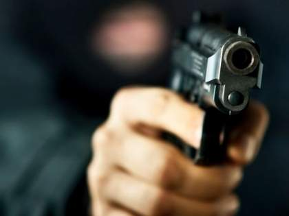 Hotel looted at gunpoint on Mumbai-Ahmedabad highway   मुंबई-अहमदाबाद महामार्गावर बंदुकीच्या धाकावर हॉटेल लुटले