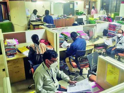 100% attendance of employees in government offices | शासकीय कार्यालयात १०० टक्के कर्मचाऱ्यांची उपस्थिती