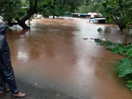 a woman who went to get corona vaccine drowned in stagnant water In Ratnagiri   लस घेण्यासाठी निघालेली महिला पुराच्या पाण्यात वाहून गेली; गाव हळहळलं, रत्नागिरीतील घटना