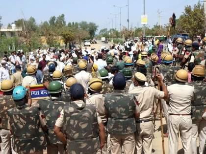 Farmers lathicharge: Farmers' agitation against Chief Minister Manohar Lal Khattar; Police baton charge, several injured | Farmers lathicharge : मुख्यमंत्री मनोहर लाल खट्टर यांच्याविरोधात शेतकऱ्यांची निदर्शने;पोलिसांचा लाठीचार्ज, अनेकजण जखमी