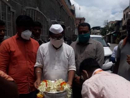 Filed a case against the person who brought Chhatrapati Shivaji Maharaj's shoes to Pandharpur without permission ... | छत्रपती शिवाजी महाराजांच्या पादुका विनापरवाना पंढरपूरला आणणाऱ्याविरुद्ध गुन्हा दाखल...