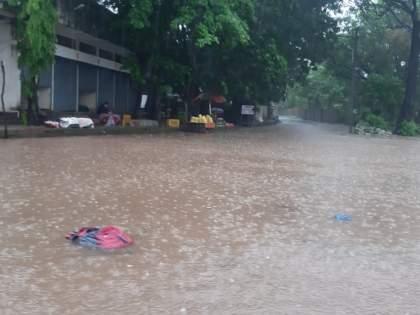 Heavy rains in the district, flooding in many places | जिल्ह्यात पावसाची जोरदार बॅटींग,अनेक ठिकाणी भरले पाणी