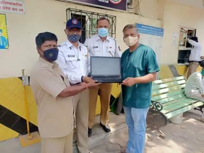 Due to honest rickshaw driver and traffic police, the passenger got back the expensive laptop | प्रामाणिक रिक्षाचालक व वाहतूक पोलिसांच्या सतर्कतेमुळे प्रवाशाला परत मिळाला महागडा लॅपटॉप