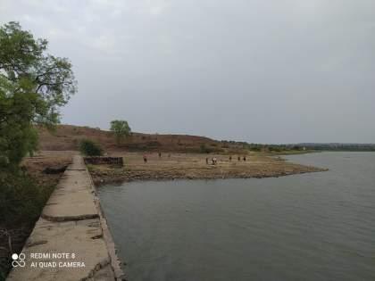 Seeing the police, those who went to bathe in the lake hit Dhoom!   पोलिसांना पाहताच तलावावर आंघोळ करण्यास गेलेल्यांनी ठोकली धूम!