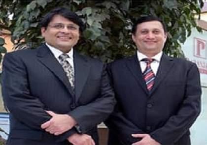 Famous builder Paranjape brothers arrested by Mumbai police | प्रसिद्ध बांधकाम व्यावसायिक परांजपे बंधुंना फसवणूक प्रकरणी मुंबईपोलिसांनी घेतलं ताब्यात