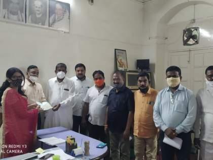 Amalner rushed to the aid of the Konkan flood victims | कोकण पूरग्रस्तांच्या मदतीला अमळनेर सरसावले