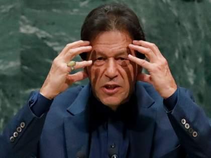 pakistan pm imran khan expresses displeasure over working of embassies says indian counterparts more proactive | जरा 'त्या' भारतीयांकडून शिका! भरबैठकीत पाकिस्तानी पंतप्रधान भडकले; अधिकाऱ्यांवर कडाडले