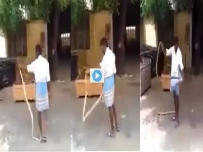lungi man : lungi man play with snake and put it in his lungi video goes viral on social media | lungi man : बाबो! आधी सापाला उचललं अन् मग लुंगीत सोडलं; नंतर घडलं असं काही......