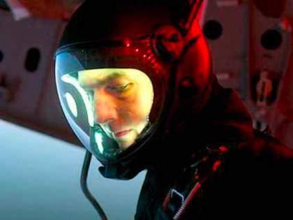 tom cruise are planning to next film shooting in space-ram | बाबो! चक्क अंतराळात होणार या सिनेमाचे शूटींग; नासासोबत सुरु आहे चर्चा!!