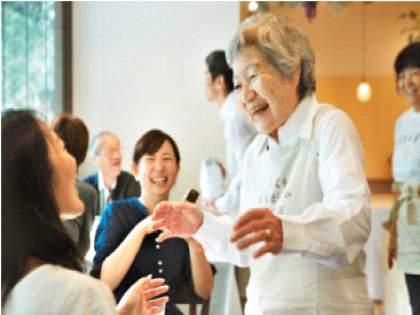 Japan's 'Restaurant of Mistake Orders'; Come again, they're back to 'wrong order'! | जपानचं 'हे' हॉटेल 'चुकीची ऑर्डर' देण्याकरिता प्रसिद्ध; तरीही लोकांची प्रचंड गर्दी, काय आहे कारण?