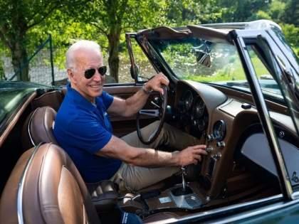 Wedding gift! joe Biden will never be able to drive a 54 year old Corvette car again   लग्नातली भेट अजून सांभाळली! बायडेन आता कधीच चालवू शकणार नाहीत Corvette कार