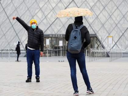 Welcome of foreign tourists from some countries; US and France bans Indian tourists   काही देशांकडून विदेशी पर्यटकांचे स्वागत; अमेरिका, फ्रान्समध्ये भारतीय पर्यटकांना बंदी