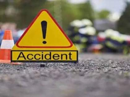 Two-wheeler dies after being hit by a pole   खांबाला धडक लागल्याने दुचाकीस्वाराचा मृत्यू
