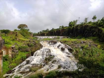 Khamkarwadi seepage lake 'overflow' | खामकरवाडी पाझर तलाव 'ओव्हर फ्लो'