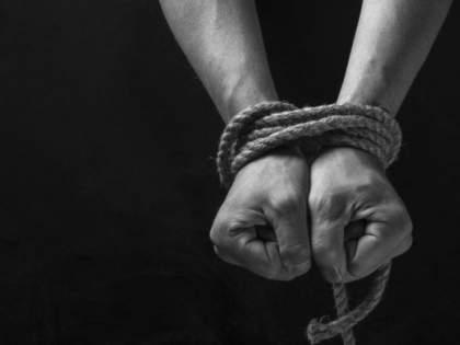 Kidnapping of a neighbor's youth after his wife left home   पत्नीने घर सोडल्यामुळे शेजारच्या युवकाचे अपहरण