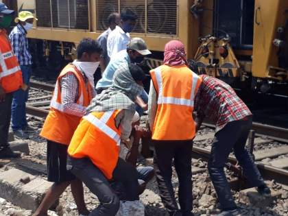 Violation of Social Distance by Railway Administration   रेल्वे प्रशासनाकडून सोशल डिस्टन्सचे उल्लंघन