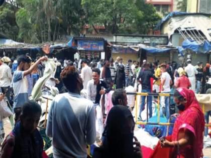 Kurla residents do not stay at home, the markets are crowded, the fuss of social distance   कुर्लावासीयांना घरात बसवेना, बाजारपेठांत गर्दी, सोशल डिस्टन्सिंगचा फज्जा