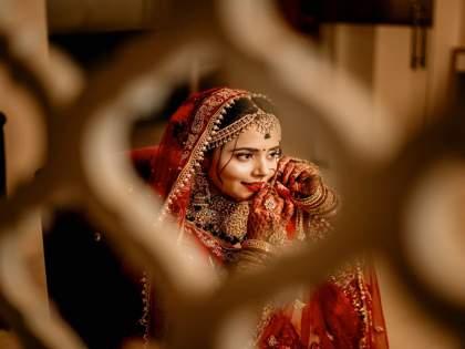 two youth came to marry a bride; villagers solved problem with police help   एका नवरीशी लग्न करण्यासाठी दोघांची वरात आली दारात; मग जे झाले...गाववालेही गरगरले