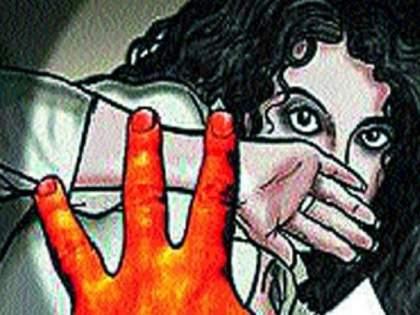 Molestation of a minor girl cost a doctor dearly; Relatives assaulted him and cut his hair | अल्पवयीन मुलीची छेड काढणं डॉक्टरला पडलं महागात; नातेवाईकांनी धू धू धुतले अन् कापले केस
