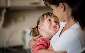 Coronavirus: Mother fights corona for baby by wearing PPE kit | Coronavirus: पीपीई किट घालून आईचा बाळासाठी कोरोनाशी लढा, मरणाच्या दाढेतून सुखरूप सुटका
