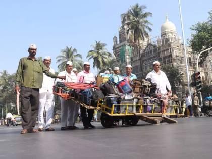 hsbc bank announced rs 15 crore aid to dabbawalas of Mumbai in corona situation   Mumbai Dabbawala: दिलासा! मुंबईच्या डबेवाल्यांसाठी परदेशी बँक सरसावली; १५ कोटींची देणार मदत