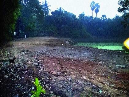 Encroachment on 66 lakes in 86 of Mumbai   तलावांचे अस्तित्व संकटात, मुंबईतील ८६पैकी ६६ तलावांवर अतिक्रमण