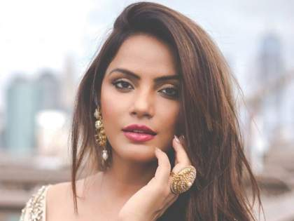 bhojpuri cinema producer actress neetu chandra debut in hollywood movie | भोजपुरी चित्रपट बनवणारी नीतू चंद्रा निघाली हॉलिवूडला!!