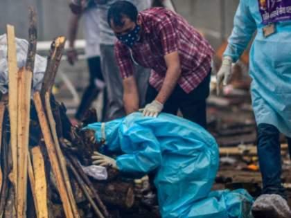 uttar pradesh dead bodies in yamuna river corona shocking details found   कोरोनाचं भीषण वास्तव, यमुना नदीत आढळली वाहती प्रेतं, उत्तर प्रदेशातील गावांमध्ये भयानक परिस्थिती!