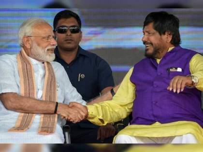 rpi leader ramdas athawale slams prashant kishor and sharad pawar meet tweets a poem | Ramdas Athawale: 'प्रशांत किशोर यांच्या कोणी लागू नका नादी, कारण...'; रामदास आठवलेंची जबरदस्त कविता