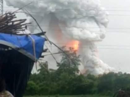 Fire broke out at a firecracker factory in Palghar   मोठी बातमी! पालघरमध्ये फटाका कारखान्याला भीषण आग, १५ किमीपर्यंत बसले धक्के