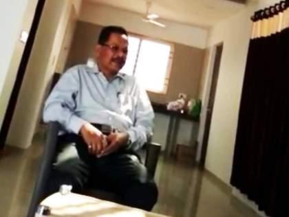corruption in rto caught on camera video of senior officer goes viral | मी २५ दिले होते, ५० महाजनला द्यायला सांगितलेत; RTO घोटाळ्याचा VIDEO व्हायरल