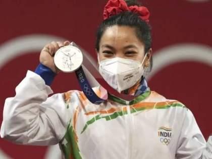 Tokyo Olympics 2020 Siver Medalist Mirabai Chanu to recieve huge cash prize from IOA and Manipur Government   Tokyo Olympics 2020: मीराबाई चानूनं केली रौप्यपदकाची कमाई, नेमकं किती रुपयांचं मिळणार पारितोषिक? जाणून घ्या...