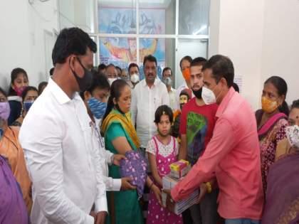 Rajesh More accepts custody of children who have lost their parents due to corona   कोरोनामुळे आई-वडील गमावलेल्या मुलांचे राजेश मोरेंनी स्विकारले पालकत्व