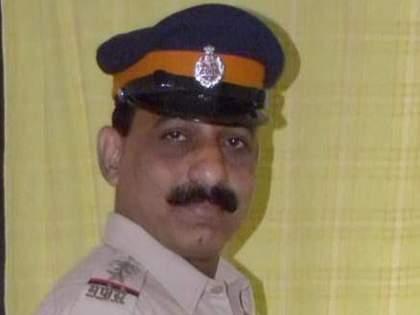 Police Officer Sudhir Kudalkar provided support to more than 500 animals during the Corona period   Positive News: खाकीतील अवलियाने कोरोनाकाळात दिला ५००हून अधिक प्राण्यांना आधार