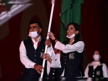 Tokyo Olympics 2020: Pakistan team's flag bearer flouts Covid rules, marches mask-free at opening parade | Tokyo Olympics opening Ceremony : उद्धाटन सोहळ्यात पाकिस्तानी खेळाडूंचा प्रताप, चमकोगिरीसाठी कोरोना नियमांना केराची टोपली!