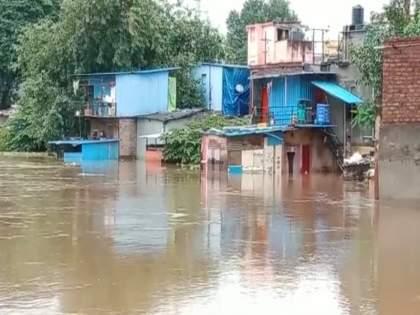 Pimpri - Chinchwad's life disrupted; Water seeped into temples, gardens and huts   पिंपरी - चिंचवडचे जनजीवन विस्कळीत; मंदिरे, उद्यानं आणि झोपड्यांमध्ये शिरले पाणी