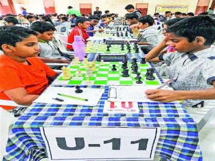 Jain, pingle, like lead, age group chess competition | जैन, पिंगळे, म्हमाणे आघाडीवर, वयोगट बुद्धिबळ स्पर्धा