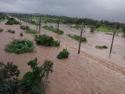 heavy rains in Badlapur The railway line is also gone under water | बदलापुरात मुसळधार पाऊस; रेल्वे रूळ देखील पाण्याखाली