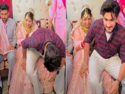 Naughty devar sitting on bhabhis lap in front of his brother 75 lakh views video | VIDEO : भावासमोरच वहिनीच्या मांडीवर जाऊन बसला दीर, व्हिडीओ व्हायरल...