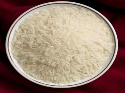 Do you have a habit of eating raw rice? Deal with serious consequences | तुम्हाला कच्चा तांदुळ खाण्याची सवय आहे का? सामोरे जाल गंभीर परिणामांना