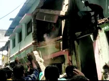 Part of the building collapsed at Azmi Nagar in Bhiwandi | भिवंडीत आजमी नगर येथे इमारतीचा काही भाग कोसळला, सुदैवाने टळली जीवितहानी