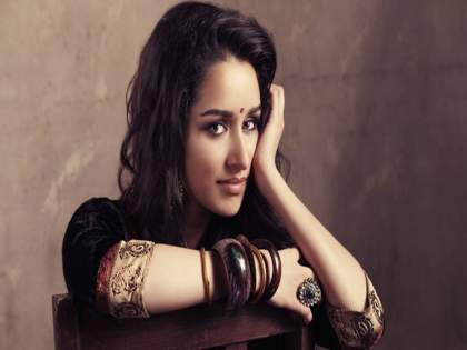 Viral Video: Shraddha Kapoor'sSspeaks Marathi | Viral Video: श्रद्धा कपूरच्या ओठी मराठीचा गोडवा, फॅन्सही मराठी बाण्यावर फिदा
