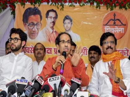 Shivsena will contest the elections in Uttar Pradesh on around 100 seats Says MP Sanjay Raut | २४ तासांत शिवसेनेच्या ३०३ जागा घटल्या; यूपी निवडणुकीत १०० जागा लढवण्याची संजय राऊतांची घोषणा