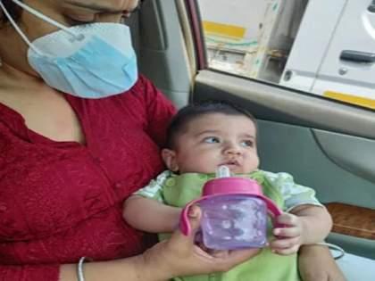 female constable of delhi police help 6 month old baby coronavirus pandamic covid 19 | माणुसकीला सलाम! आई वडिलांना कोरोना संसर्ग; महिला पोलिसानं ६ महिन्यांच्या बाळाचा केला सांभाळ