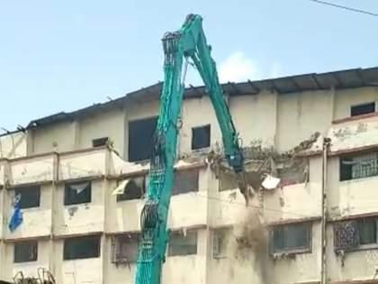 action on shri hari Complex building in Ulhasnagar protest against action | उल्हासनगरातील श्री हरी कॉम्प्लेक्स इमारतीवर तोडू कारवाई, कारवाईचा विरोध