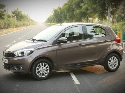 TATA Tiago will come in CNG; spotted testing In India, will hit maruti, hyundai | TATA मारुती, ह्युंदाईला टक्कर देणार; लोकप्रिय Tiago सीएनजीमध्ये येणार