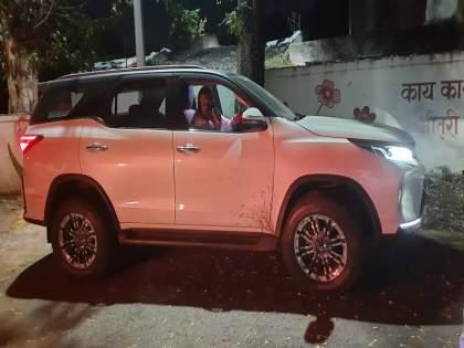 stolen expensive car sale olx police raided pimpri chinchwad   चोरीची महागडी गाडी 'ओएलक्स'वर विकायला काढली अन् पोलिसांची धाड पडली...