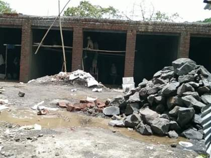 Illegal construction on Ulhasnagar Municipal Corporation school plot, BJP corporator to the Commissioner!   उल्हासनगर पालिका शाळेच्या भूखंडावर अवैध बांधकाम;भाजपा नगरसेविकेचे आयुक्तांना साकडे!